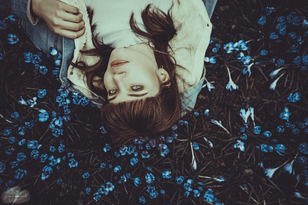 Portrait-einer-Frau-in-Blumen