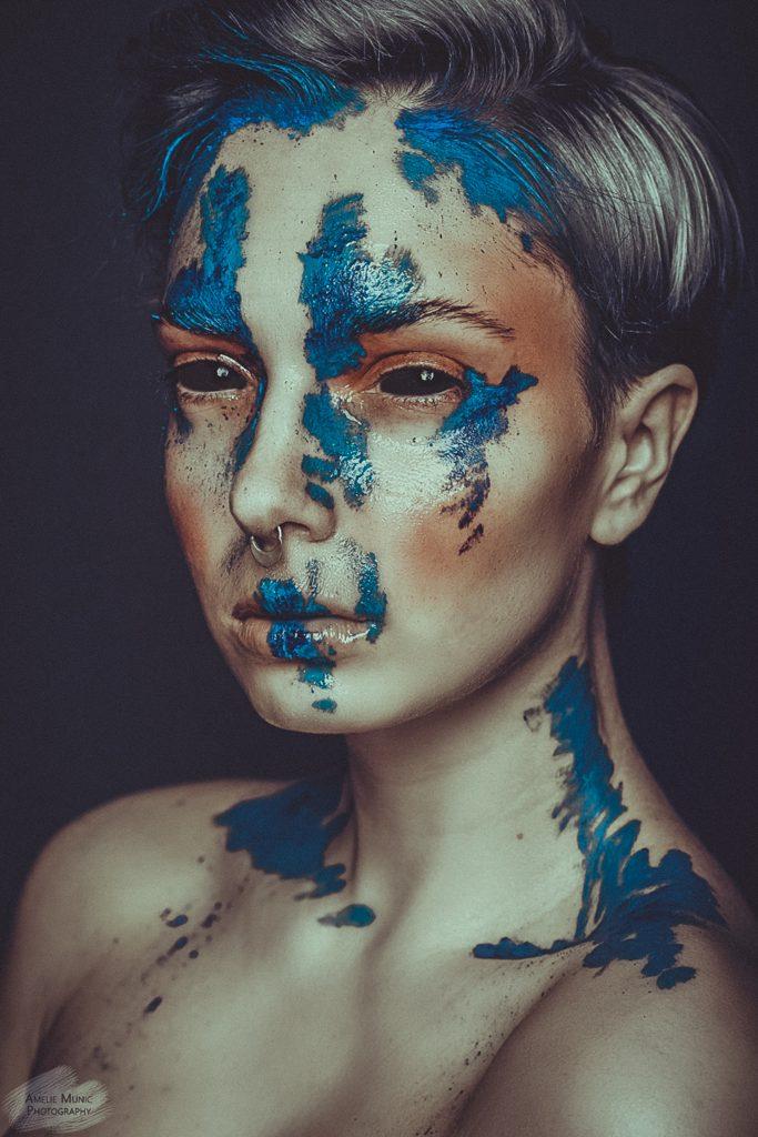 Frau-mit-viel-Makeup