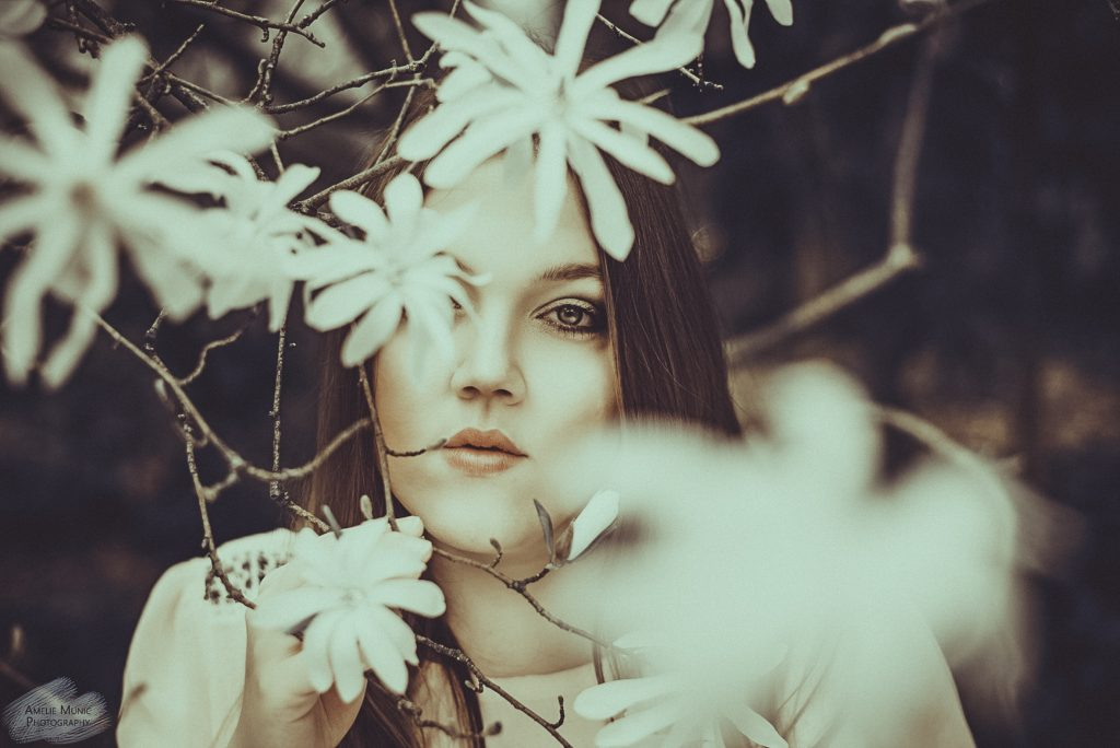 Portrait einer Frau in Blumen