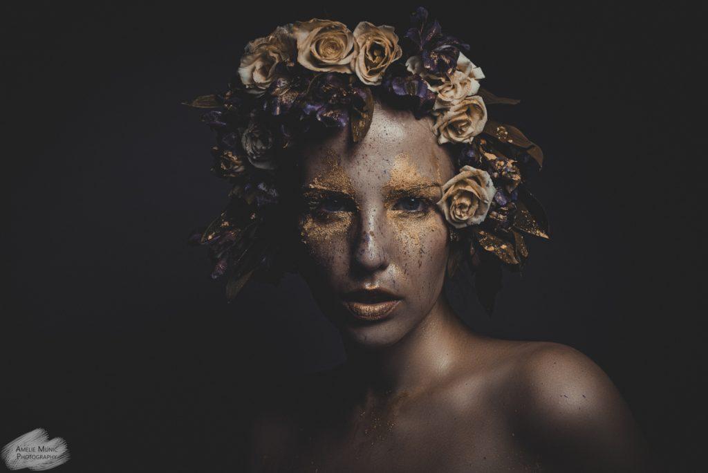starkes-Portrait-einer-Frau-mit-Blumen